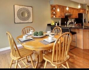 Gorgeous Solid Oak Pedestal Table-4 Chairs