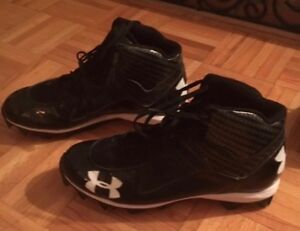 UNDER ARMOUR MEN'S  BLACK FOOTBALL CLEAT SIZE US 10
