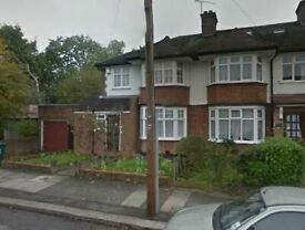 5 bedroom house in KINGS CLOSE, HENDON, NW4 2JT