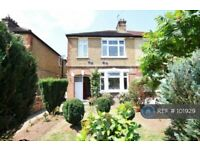 3 bedroom house in Maswell Park, Hounslow, TW3 (3 bed) (#101929)