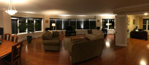 Bright 2000 sq ft 2BR+ Den Condo in Excellent Downtown Location