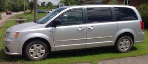 2012 Dodge Grand Caravan STOW N Go Camionnette