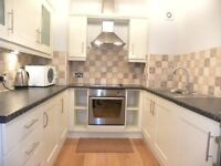 Beautiful 1 bedroom property minutes from oval station! AVAILABLE LATE JUNE/JULY TIME- CALL TO VIEW