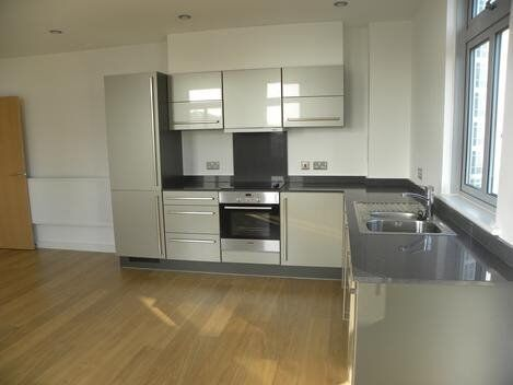 *Stunning, Spacious and Bright 1 bed apartment minutes away from Canary Wharf*