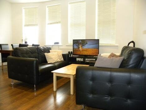 3 Bedroom Flat To Let With Large Living Space