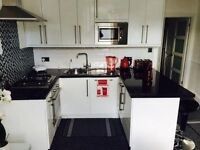 Modern two double bedroom property close to Oval station.