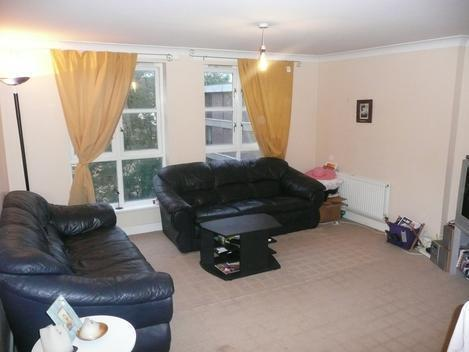LOVELY 2 BEDROOM FLAT ON SEVEN SISTERS ROAD IN FINSBURY PARK AVAILABLE