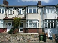 **LARGE Four bedroom property** In Crystal palace, perfect for sharers, Please call now to book in!