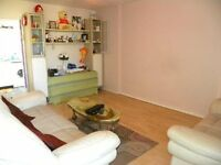 *Spacious 2 bed apartment in the heart of Canary Wharf with excellent transport links to the city!*