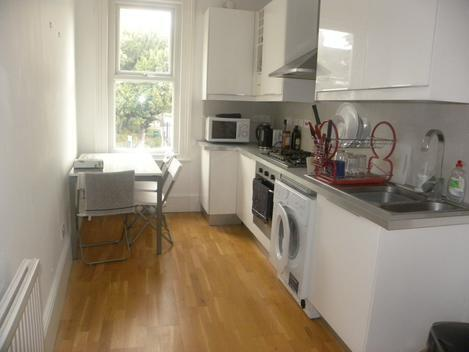 Recently Refurbished, Top spec, Period Three Double Bedroom - Tulse Hill Station