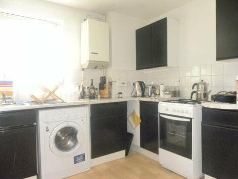 A spacious one bed apartment in a purpose built block in Deptford
