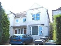 LOVELY 2 BEDROOM CONVERSION FLAT AVAILABLE IN THE GROVE, NW11 9SJ