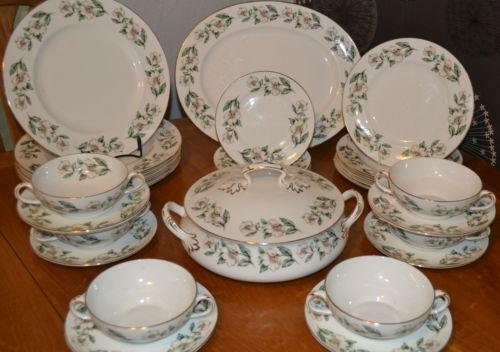 bone china dinner service ebay. Black Bedroom Furniture Sets. Home Design Ideas