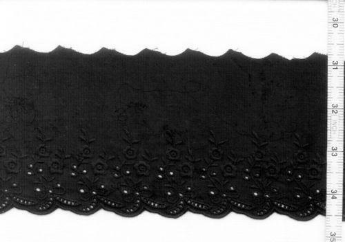 This deeply embroidered eyelet has a scalloped edge on both ends (also known as a ''Galloon