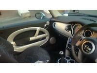 excellent condition mini cooper .stunning looking metallic silver - excellent interior