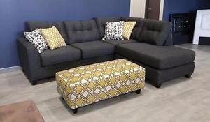 $1399 - Sectionnel Moderne avec pouf design -- PRÊT À LIVRER