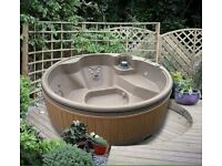 Solid hot tub unused wrapped guaranteed 5 seat 13 amp with lid
