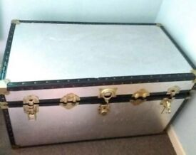 LARGE trunk case good condition