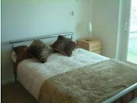 STUNNING 2 DOUBLE BEDROOM PROPERTY LOCATED IN WOOLWICH TWO BATHROOMS RIVER VIEWS SECONDS FROM DLR