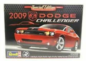 Revell 2009 Dodge Challenger Special Edition Series 1/25 Scale