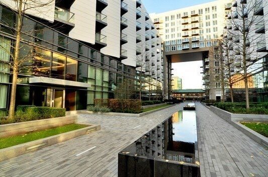 STUDIO APARTMENT WITH STUNNING DOCK VIEWS - BALTIMORE WHARF - CANARY WHARF E14 / CROSSHARBOUR DLR