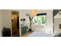 MANOR HOUSE -GAY FRIENDLY SOCIABLE HOUSE -ZONE 2 - CLOSE TO TRAIN STAT-DOUBLE ROOM-PRIVATE BATHROOM