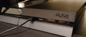 PS4 + 2 Controllers + 8 Games