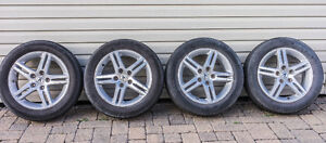 Set 4x16 in Acura rims.