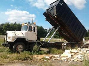 Mack roll-off 12 roues et plate-forme