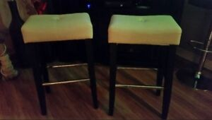2 Bar stools. White leather seats & black legs. Excellent condit