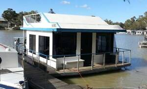 Houseboat TARDIS Mannum Mid Murray Preview