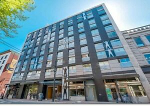 Live in the Heart of it All- Bright, Like-new Condo in Gastown
