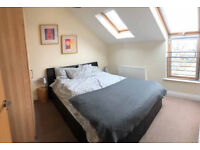 LOVELY 2 BEDROOMED PENTHOUESE APT IN GATED DEV (£595PM)OFF BEERSBRIDGE RD AVAILABLE TO RENT