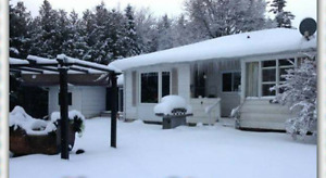 Getaway 4 Two Cottage in Beautiful Fenelon Falls/Hot Tub