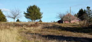 Reduced! Barn, Well, Septic, and Hydro.....On 3.5 Acres