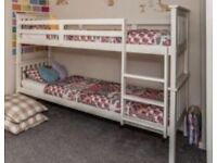 Bunk bed (2 single beds)