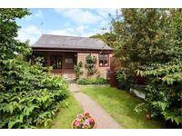 House in Lower Bryanston with bungalow annex in garden