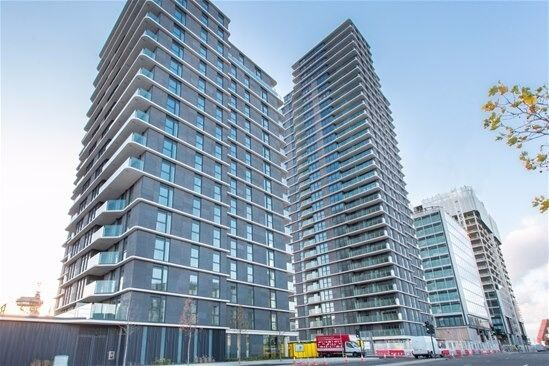 LUXURY 2 BED 2 BATH 1ST FLR, BALCONY, CONCIERGE Glasshouse Gardens, Lantana Heights, Stratford E20