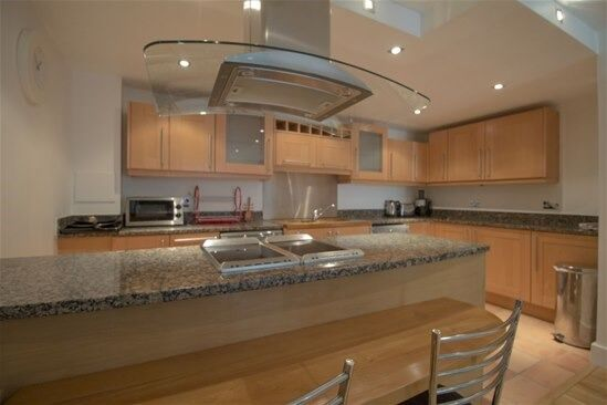 Superb 2 bed 1 bath, FURNISHED WOODEN FLOORING PRIVATE BALCONY Cobalt Point, Millharbour, London E14
