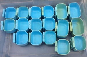 Blue Clip on Cage Feed Cups