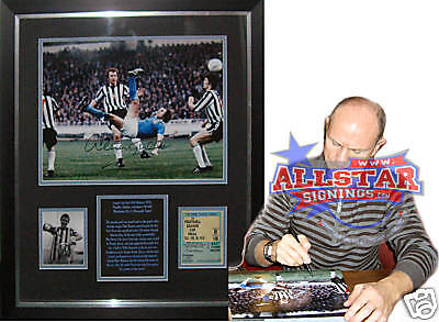 FRAMED DENNIS TUEART SIGNED MANCHESTER CITY 76 LEAGUE CUP FINAL PHOTOGRAPH PROOF
