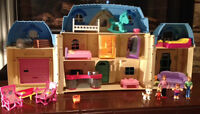 Great Folding Dollhouse WITH Lots of Furniture, People & Access.