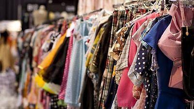 100 piece Womens Wholesale Clothing Lot Assorted Resale, Bulk,Clothes Mix Season