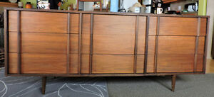Mid Century  Walnut 9 Drawers Dresser.