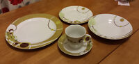 Need some plates? Super cute 20 piece dinnerware - like new!
