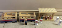 Whittle World by Melissa and Doug- wooden train and platform set