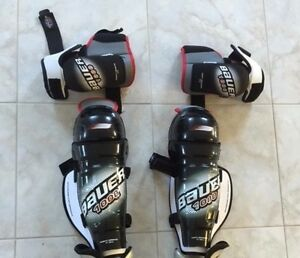 Hockey shoulder pads goalie knee pads - Male Sarnia Sarnia Area image 1