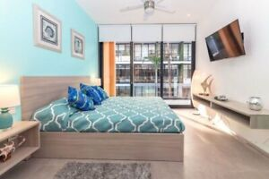 Beautiful 1 Bedroom with Rooftop Pool - Marina