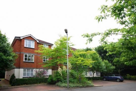 2 bedroom flat in Malting Way, Isleworth TW7