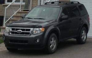 ***  2011 Ford Escape XLT en très bonne condition ***